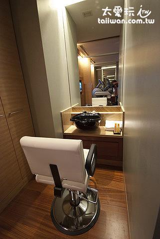 房間內的理髮室