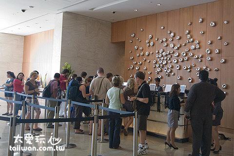 1或3號塔樓的一樓大廳的售票處