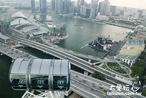 搭新加坡摩天景觀輪看濱海灣