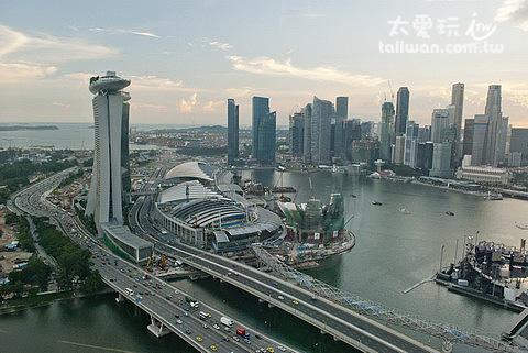 搭新加坡摩天景觀輪看金沙酒店