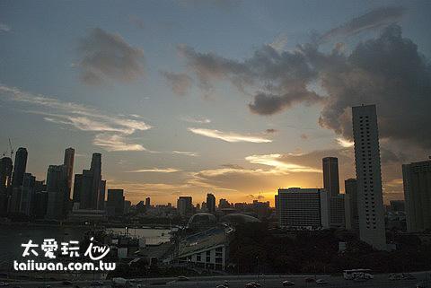 搭新加坡摩天景觀輪看夕陽