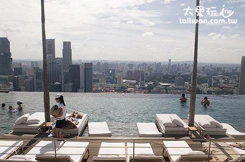 金沙酒店擁有無敵的空中泳池