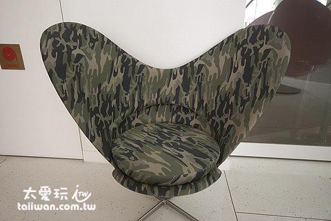 大華酒店大廳有許多特別的椅子