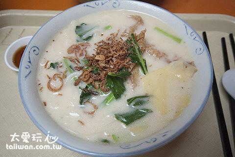 金華魚頭米粉湯汁很讚啊!