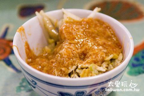 辣椒醬淋在飯上和麵上都非常好吃