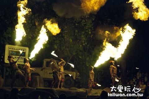 新加坡夜間動物園Fire Show火焰秀場面很壯觀很有可看性
