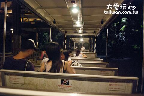 直接搭遊園公車繞動物園