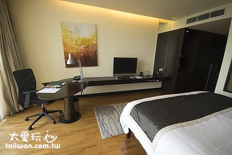 房間的大小是我們一般住宿4星級飯店應該有的空間大小