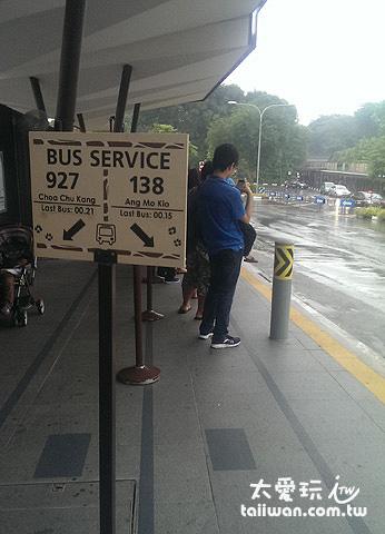 動物園巴士車站可以直接搭138回Ang Mo Kio捷運站