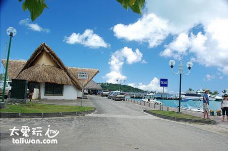 主島的Vaitape Quay