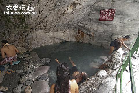 2012年大理石洞穴泡湯