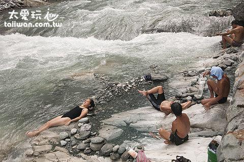 泡野溪溫泉最享受,但危險性也高 - 文山溫泉