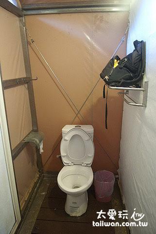 快樂白沙露營區浴室還算乾淨