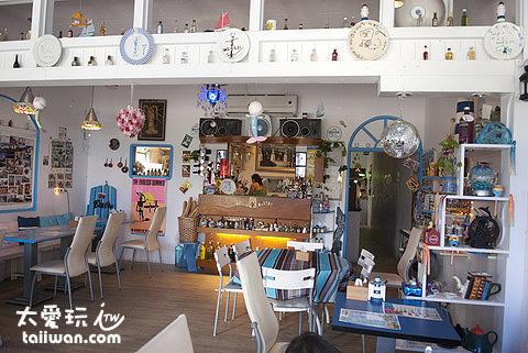 餐廳內有許多希臘小飾品