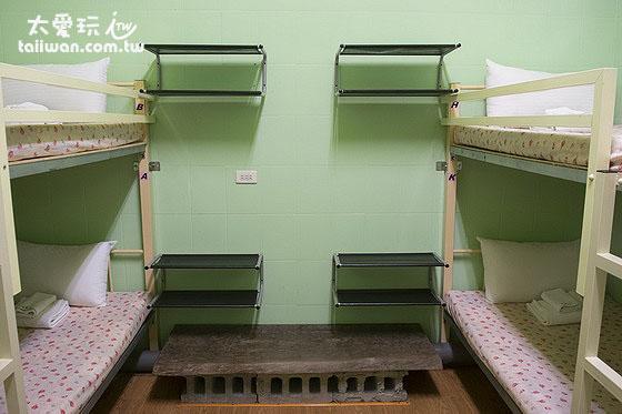 大阪六懶人館4人宿舍房有個人的擺物空間