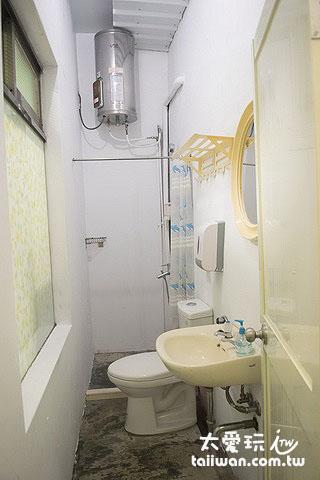 大阪六懶人館4人宿舍房浴廁