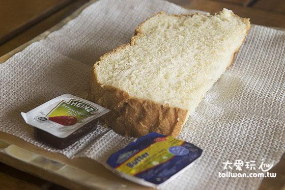 大阪六懶人館早餐麵包是現做的