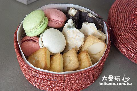 2013年下午茶的珠寶盒內裝有手工巧克力、費南雪、手工馬卡龍及瑪德蓮
