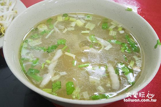 鄉村冬粉鴨滷味的鴨腸湯是我的最愛