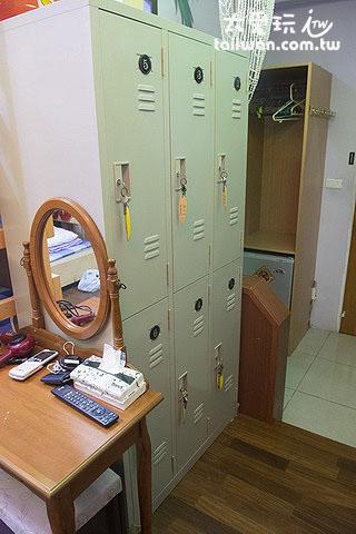蘇老爹民宿6人宿舍房有個人置物櫃