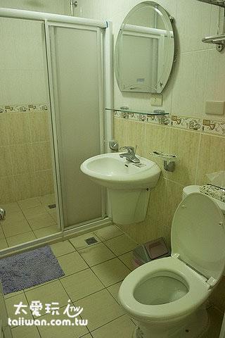 蘇老爹民宿6人宿舍房浴廁
