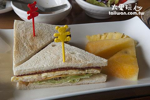 三明治及水果