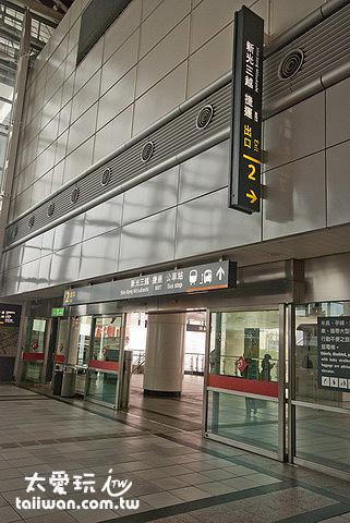 高鐵左營站2號出口