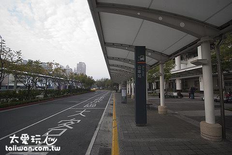 高鐵左營站的公車站