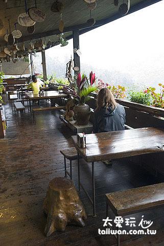 山行玫瑰半露天咖啡座