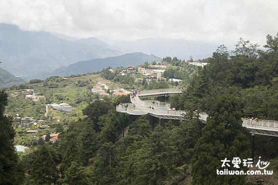 清境天空步道設有六座景觀平台