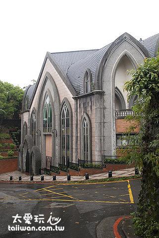 紅毛城附近真理大學教堂