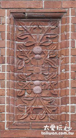 英格蘭與蘇格蘭國花組成的磚雕