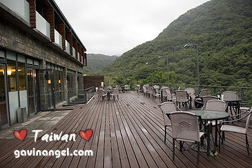 二樓景觀咖啡露台與三樓的湯屋