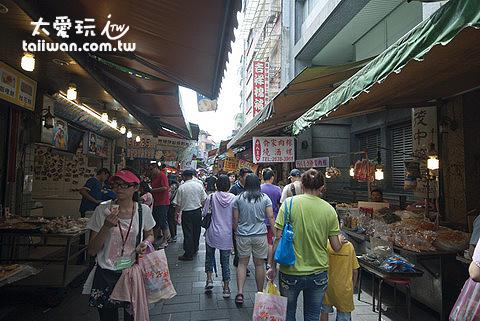 金山老街攤販中比較多數是賣小吃
