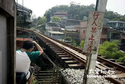 三坑溪的高聳鐵橋