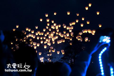 平溪天燈節 月月放天燈