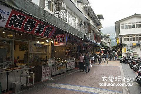 烏來老街到處都是美食餐廳