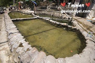 露天公共浴池
