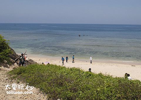 蛤板灣擁有白淨的沙灘與乾淨清澈的海水