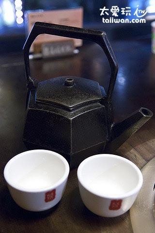 鼎王熱茶茶具都很有味道