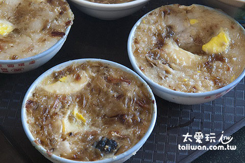 配料超豐富的麻豆阿蘭碗粿
