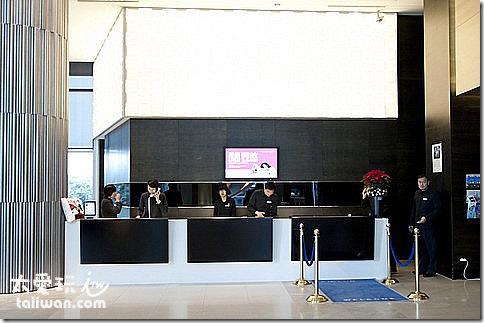 華航諾富特飯店櫃檯