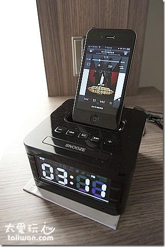 小小音響可以接iPhone或iPod播放音樂