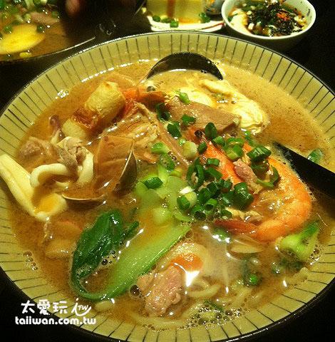 味噌什錦拉麵190元