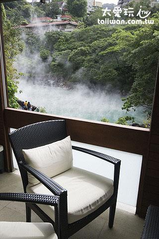 休息區還可以看到地熱谷的景色