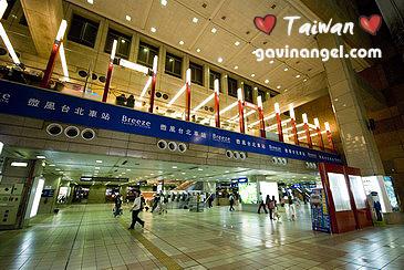 台北車站二樓微風食尚中心很受歡迎