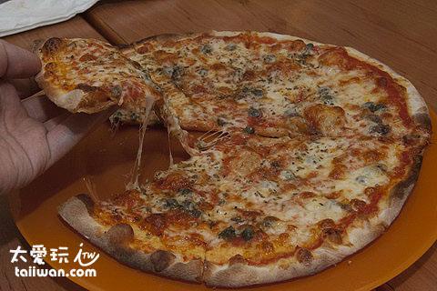 鯷魚酸豆披薩帶點微酸