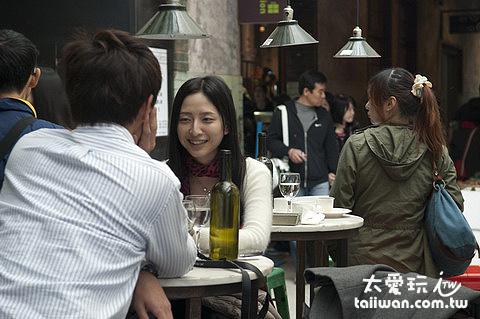 義麵坊小酒館戶外座位很有Fu