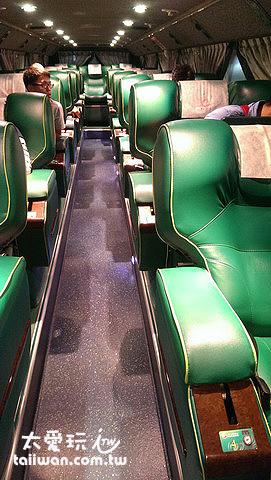 阿囉哈客運的通雙排座椅車