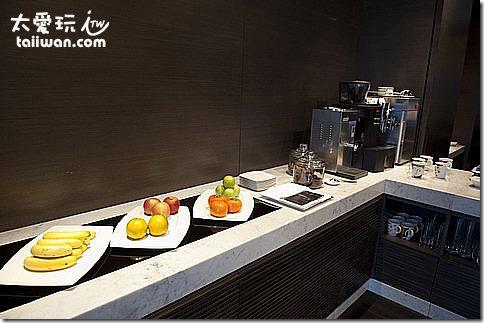 台北寒舍艾美酒店行政樓層貴賓室早上的餐飲吧台